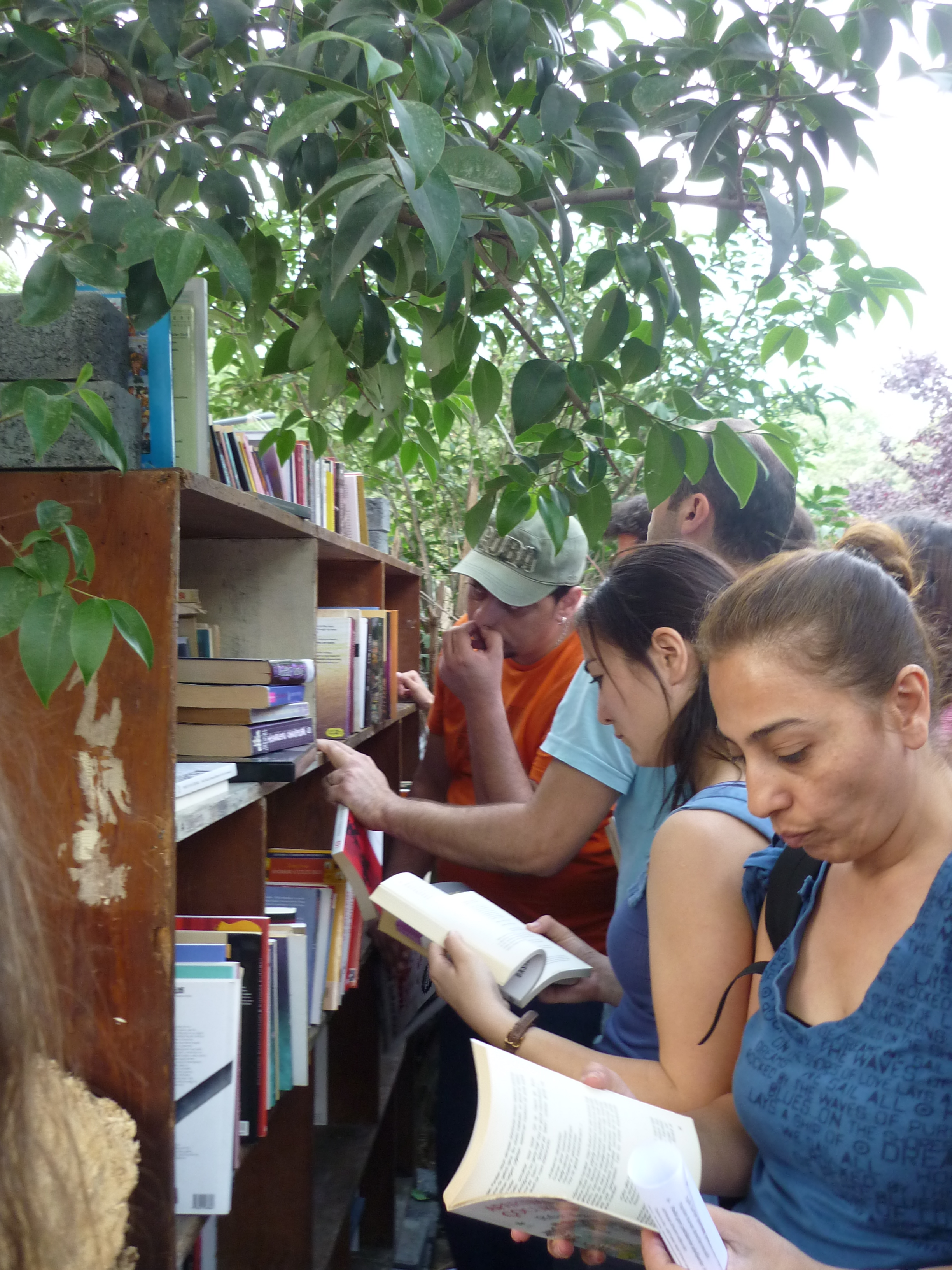 Het Gezi-park in Taksim als weggeefboekhandel